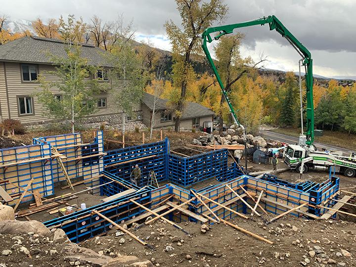 Symons steel ply compatible handset concrete forming system - SureBuilt